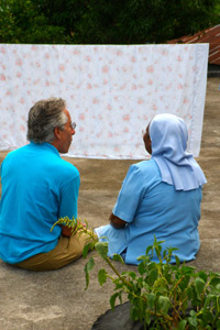 Vitamin angels founder howard schiffer shares a moment with sister denise, director of baraderes nutrition clinic