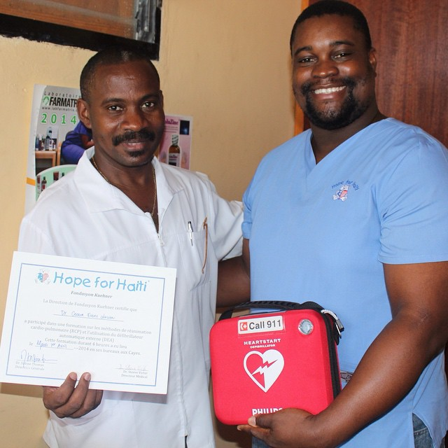 Dr. steeve, our healthcare director gives an aed to one of our medical partners. we trained our staff as well as partners in the area on how to use an aed so now we can help save more lives! #hopeforhaitifl #hopeforhaiti #haiti #healthcare #healthyhaitians #aed #teamwork