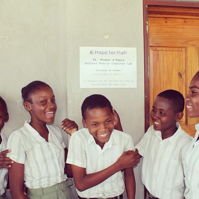 Happy friday friends and family! some happy students stand outside their new @endlesscomputers lab! #haiti #hopeforhaiti #education #computers #bonbagay