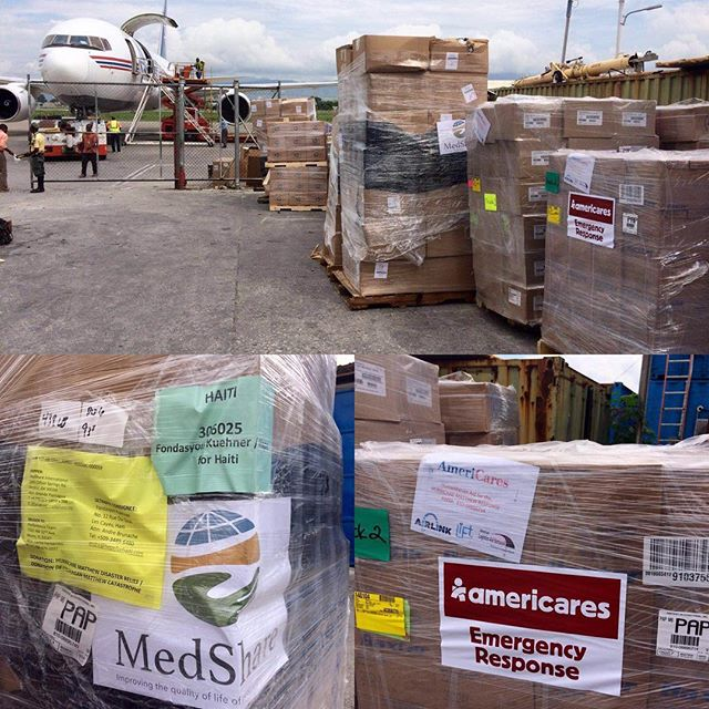 82 pallets, 86,000 pounds ???? . . . thanks to amazing collaboration between @airlinkflight @americares @medshareofficial @mapintl @crossintl @irteams and haitian officials, we cleared 82 pallets carrying 86,000 pounds of emergency relief supplies that will be distributed throughout the greater south to those in most need #haiti #hopeforhaiti #hurricanematthew #menanpilchaypalou #manyhandslightentheload #haiticantwait #givenow