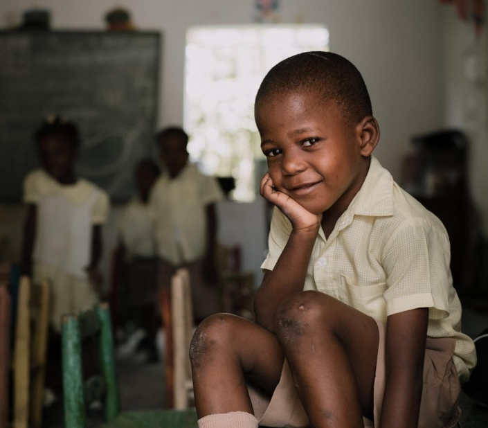 With just $5, you can join the classroom heroes who have already supported over 700 students through our #backtoschool campaign (link in bio). thank you to @skylerbadenoch, @nassnas, @sdosborne, @jeffreygalati and more for supporting @hopeforhaiti, and to @scottsimock for this picture that captures the essence of the campaign. scott has the unique ability to connect with people in an authentic way, and his photos tell a story. add your voice today through the link in our bio. 100% of donations will be allocated by october 1st. #hfhbacktoschool #haiti